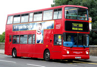 Route 220, London United RATP, TLA9, SN53EUR, Putney Bridge