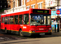Route 239, London General, LDP221, SK52MLU, Victoria