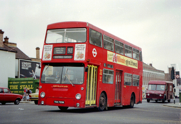 London Bus Routes: Route 92: Ealing Hospital - St Raphael's North &emdash; Route 92, London Transport, DMS725, TGX725M, Greenford