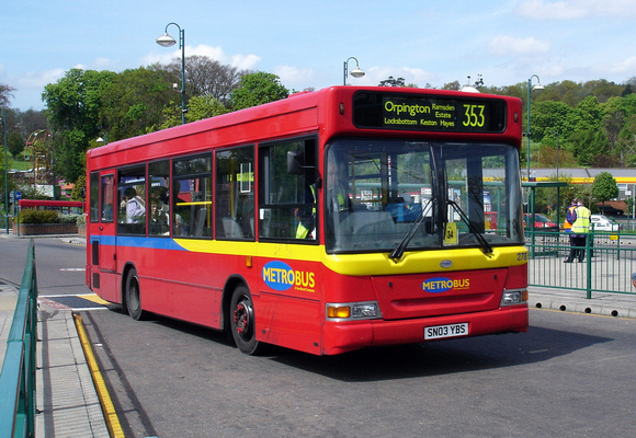 Route 353, Metrobus 278, SN03YBS, Addington Village