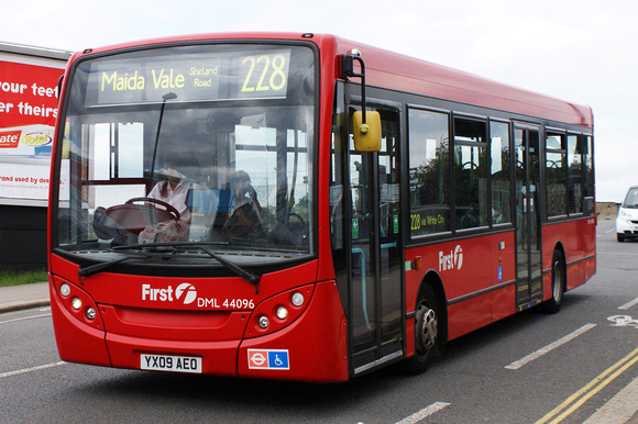 Route 228, First London, DML44096, YX09AEO