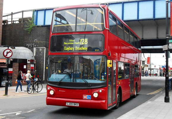 Route 128, Arriva London 6121, LJ05BKU, Romford
