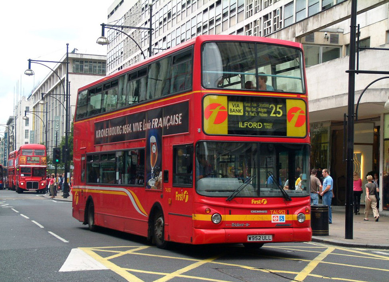 london bus routes route 25 ilford oxford circus route 25 first london tal952 w952ull. Black Bedroom Furniture Sets. Home Design Ideas
