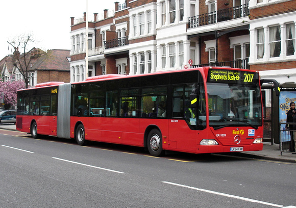 Route 207, First London, EA11039, LK54FKW, Ealing Common