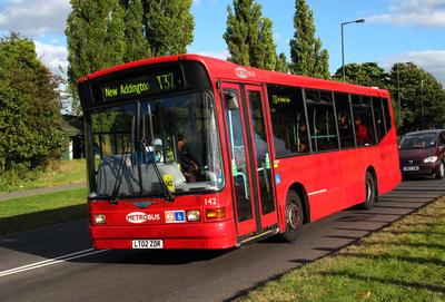 Route T32, Metrobus 142, LT02ZDR, Addington Village